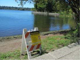 Toxic-algae-warning-sign